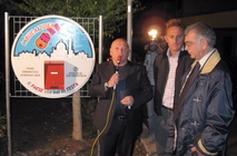 Foto del Sindaco Giorgio Petrelli all'inaugurazione del Totem di Piazza Mitrano