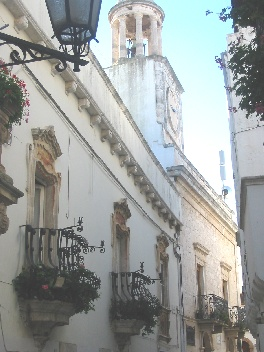 Foto del vecchio palazzo comunale attuale sede della biblioteca comunale