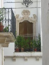 Fotografia di un balcone del centro storico