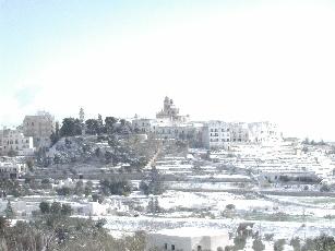 Foto della città di Locorotondo innevata