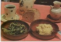 Foto di un piatto di fave con cicorie